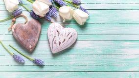 Coeurs et fleurs décoratifs Photographie stock libre de droits