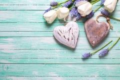 Coeurs et fleurs décoratifs Image libre de droits