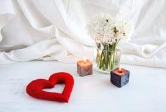 Coeurs et fleurs pour la Saint-Valentin Images libres de droits