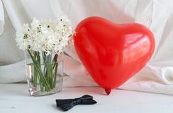 Coeurs et fleurs pour la Saint-Valentin Photographie stock libre de droits