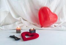 Coeurs et fleurs pour la Saint-Valentin Photo stock