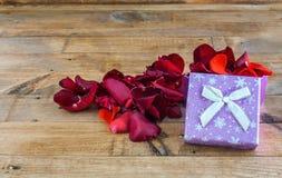 Coeurs et fleurs pour la Saint-Valentin Image stock