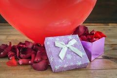 Coeurs et fleurs pour la Saint-Valentin Image libre de droits