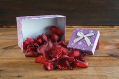 Coeurs et fleurs pour la Saint-Valentin Photographie stock