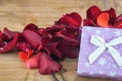 Coeurs et fleurs pour la Saint-Valentin Images stock