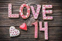Coeurs et l'amour de mot des biscuits Images libres de droits