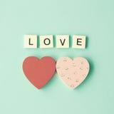 Coeurs et message en bois d'amour Photo libre de droits