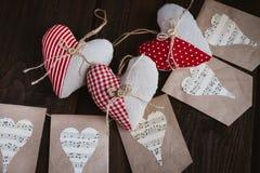 Coeurs faits de tissu image stock