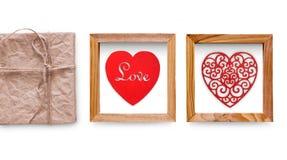 Coeurs faits main de collage dans le cadre en bois d'isolement sur le blanc Images stock