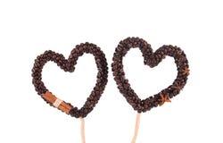Coeurs faits main des grains de café Photos stock