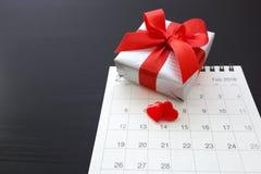 Coeurs le jour de valentines avec le cadeau Images stock