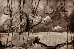 Coeurs modifiés la tonalité foncés de fond d'acier avec accrocher d'éraflures Photographie stock