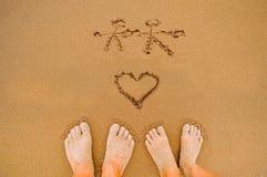 Coeurs romantiques d'amour sur la plage Image libre de droits