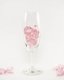 coeurs roses en verre sur le fond blanc Photographie stock libre de droits