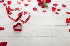 Coeurs rouges d'amour en métal Images stock