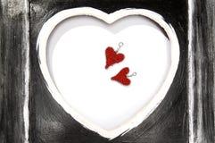 Coeurs rouges dans le cadre noir Photos libres de droits