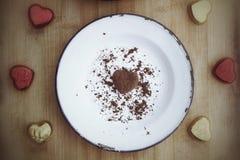 Coeurs rouges de chocolat Photo stock