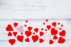 Coeurs rouges de différentes formes avec l'espace des textes Images libres de droits