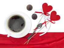 Coeurs rouges de lucettes avec l'arc, tasse de café Photo libre de droits
