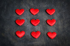 Coeurs rouges de satin sur un fond foncé l'illustration s de coeur de vert de dreamstime de conception de jour de carte stylized  Image stock