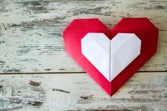 Coeurs rouges et blancs d'origami Images stock