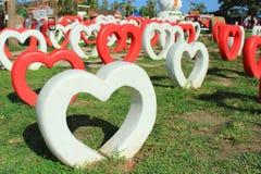 Coeurs rouges et coeurs blancs Photos libres de droits