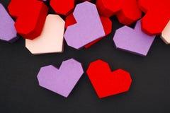 Coeurs rouges et pourpres d'origami Photo stock
