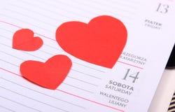 Coeurs rouges pour le jour de valentines sur le calendrier Images libres de droits