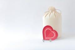 Coeurs rouges sur le fond blanc Photo stock