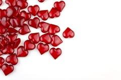 Coeurs rouges sur le fond blanc avec le copyspace photographie stock libre de droits