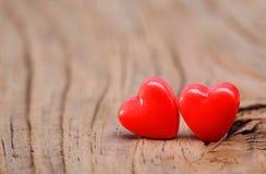 Coeurs sur la texture en bois. Jour de valentines. Macro. Photo stock