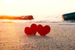 Coeurs sur le bord de la mer photo libre de droits