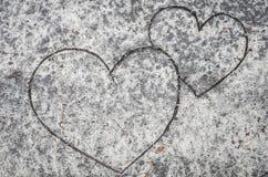 Coeurs sur le fond de sable Photographie stock libre de droits