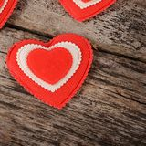Coeurs sur le fond en bois Le jour de Valentine Photographie stock libre de droits