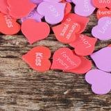 Coeurs sur le fond en bois Le jour de Valentine Photographie stock