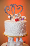 Coeurs sur le gâteau de mariage Photo stock