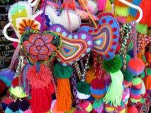 Coeurs tricotés faits main colorés Image stock