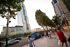 COEX-de bouw in Seoel, verkeer en mensen Royalty-vrije Stock Foto