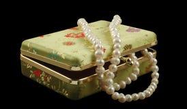 Cofanetto con le perle fotografie stock libere da diritti