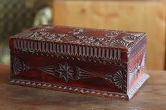 Cofanetto fatto a mano di legno antico immagini stock