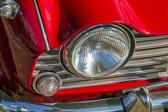 Cofano rosso d'annata di Front Lamp Grill Bumper Red del veicolo immagine stock
