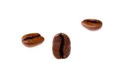 Cofee-Bohnen auf einem weißen Hintergrund Stockfotos