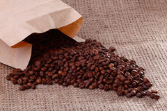 Cofee-Bohnen auf Leinwand Lizenzfreie Stockfotografie