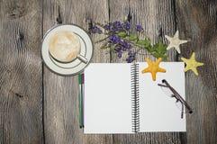 Cofee e livro Imagens de Stock
