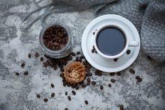 Cofee en zoete cupcake Stock Fotografie