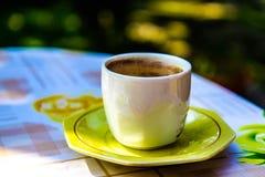 cofee Schale auf Tabelle Stockbild