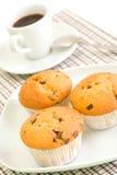 Cofee und Schokoladenchip-Muffins Stockbilder
