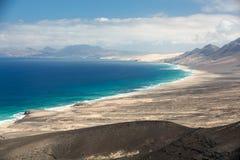 Cofete strand, sikt från den Jandia halvön, Fuerteventura Royaltyfria Foton