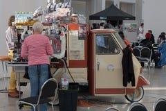 Coffe报亭,在Animefest的流动咖啡馆 免版税库存图片