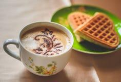Coffe热奶咖啡用奶蛋烘饼 库存图片